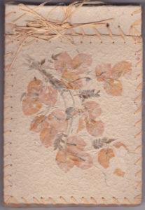 Couverture du carnet avec des fleurs séchées